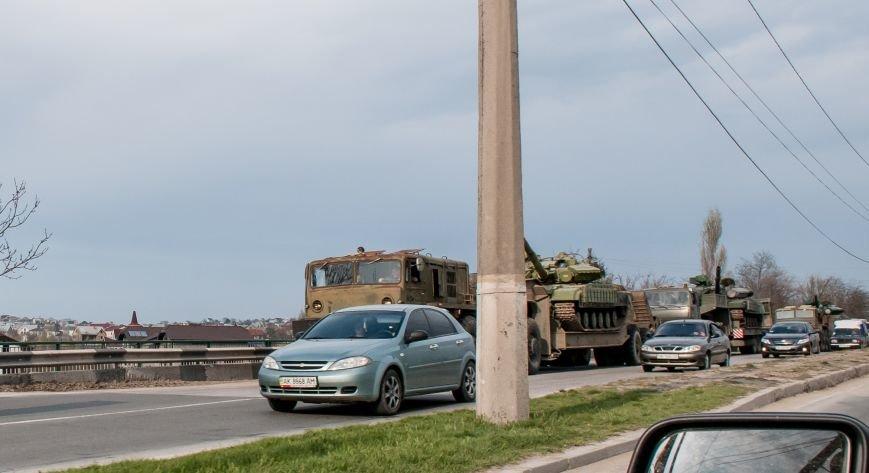 ФОТОФАКТ: Из Крыма выезжает военная техника?, фото-1