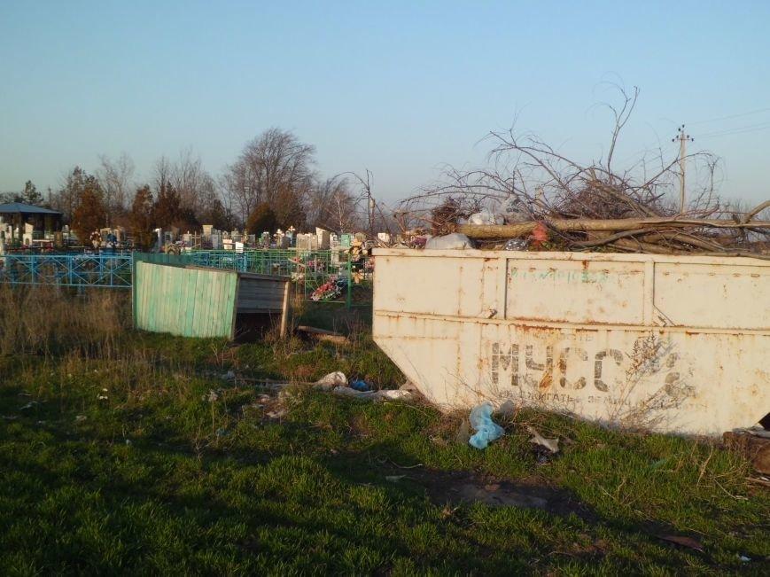 Глава Поляковского поселения г-н Галицкий, у вас на кладбище - свалка, фото-4
