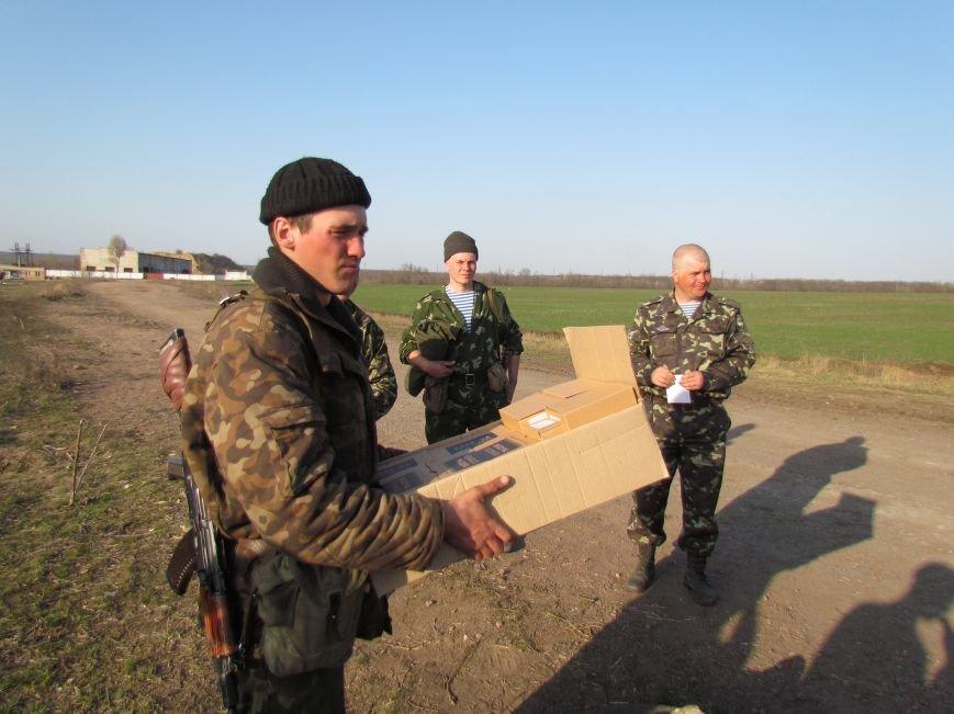 Мариупольцы  вооружили военный лагерь десятком раций (Фоторепортаж), фото-1