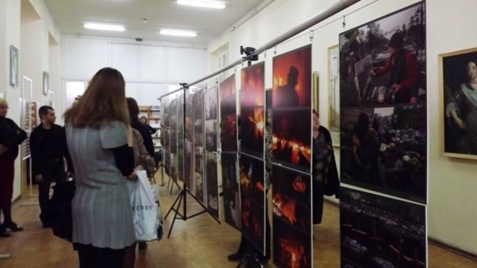 Луганчанам показали фотовыставку про Майдан (ФОТО), фото-6