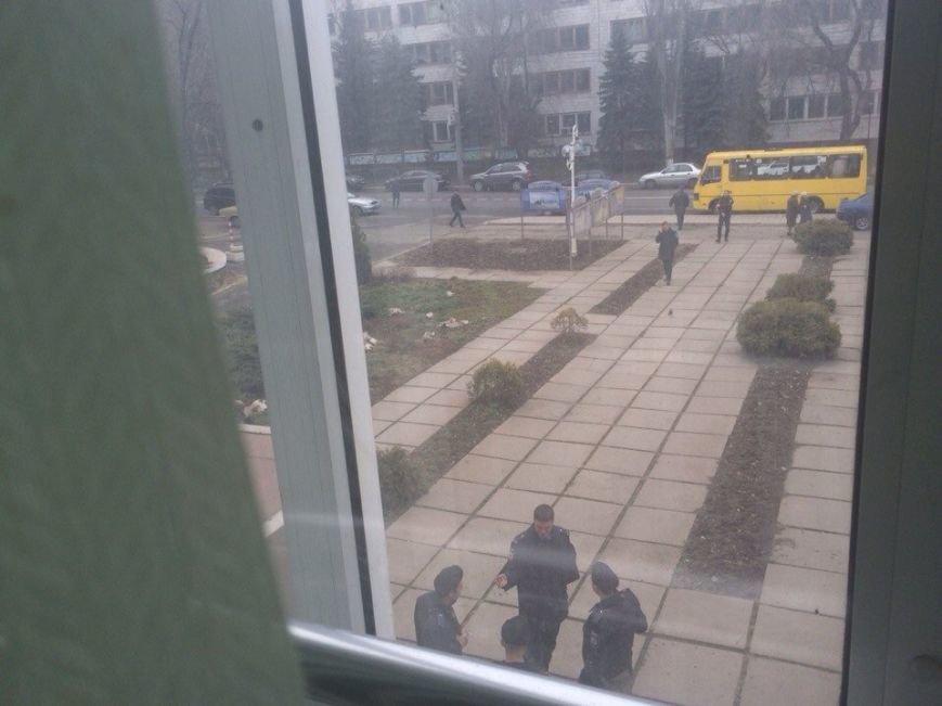 В Мариуполе стартовала сессия горсовета. В здании усилена охрана (ФОТО), фото-3