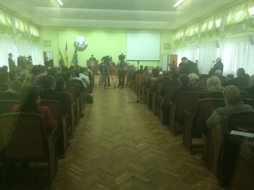 В Мариуполе стартовала сессия горсовета. В здании усилена охрана (ФОТО), фото-1
