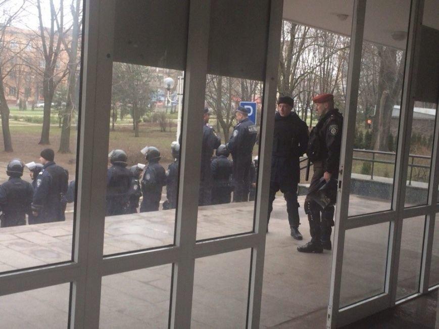 В Мариуполе стартовала сессия горсовета. В здании усилена охрана (ФОТО), фото-4