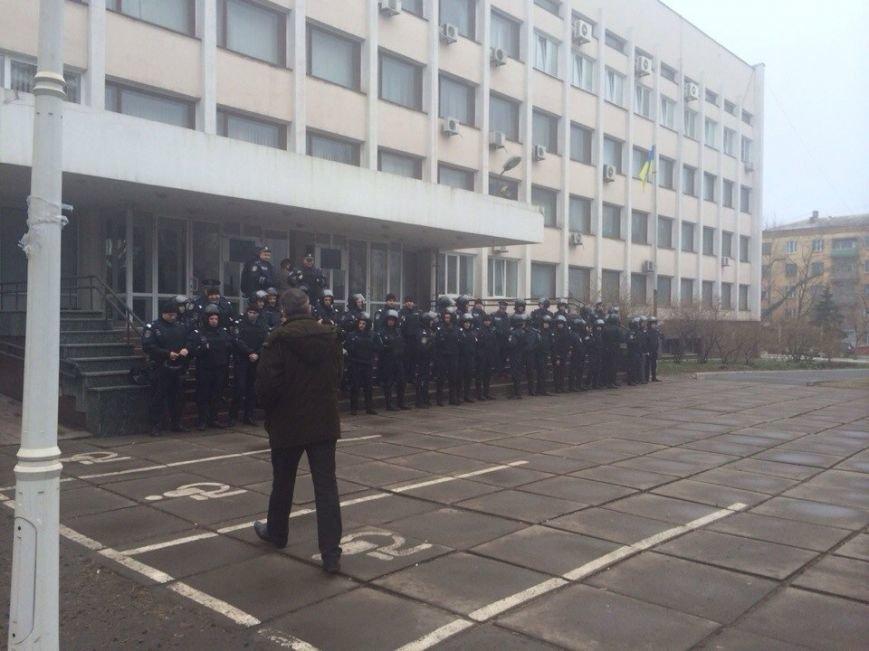 В Мариуполе стартовала сессия горсовета. В здании усилена охрана (ФОТО), фото-5