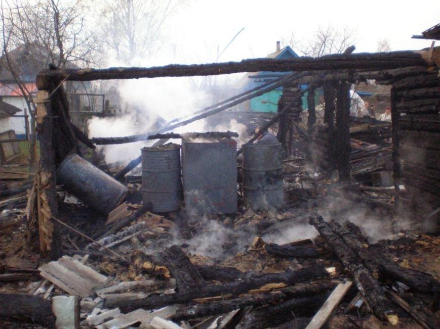 Палили траву, а чуть не сожгли дом, фото-1