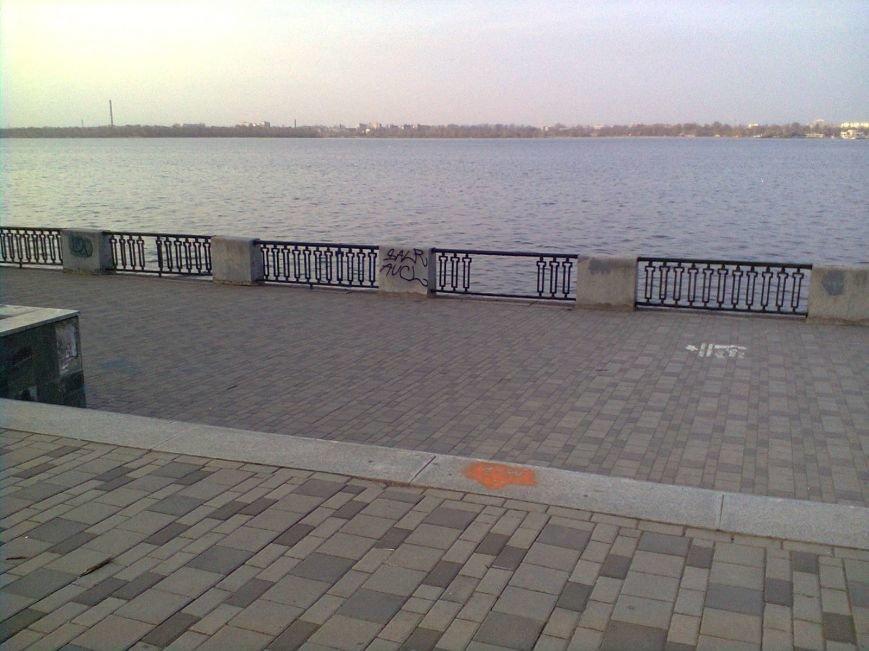 Забор на Набережной разбирают по частям: милиция узнала об этом факте от журналиста 056.ua  (ФОТОФАКТ), фото-5