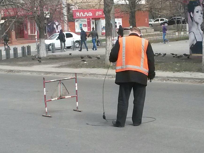 На центральном проспекте  Мариуполя ПАЗ парализовал движение транспорта (ФОТО), фото-3