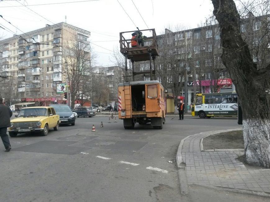 На центральном проспекте  Мариуполя ПАЗ парализовал движение транспорта (ФОТО), фото-4