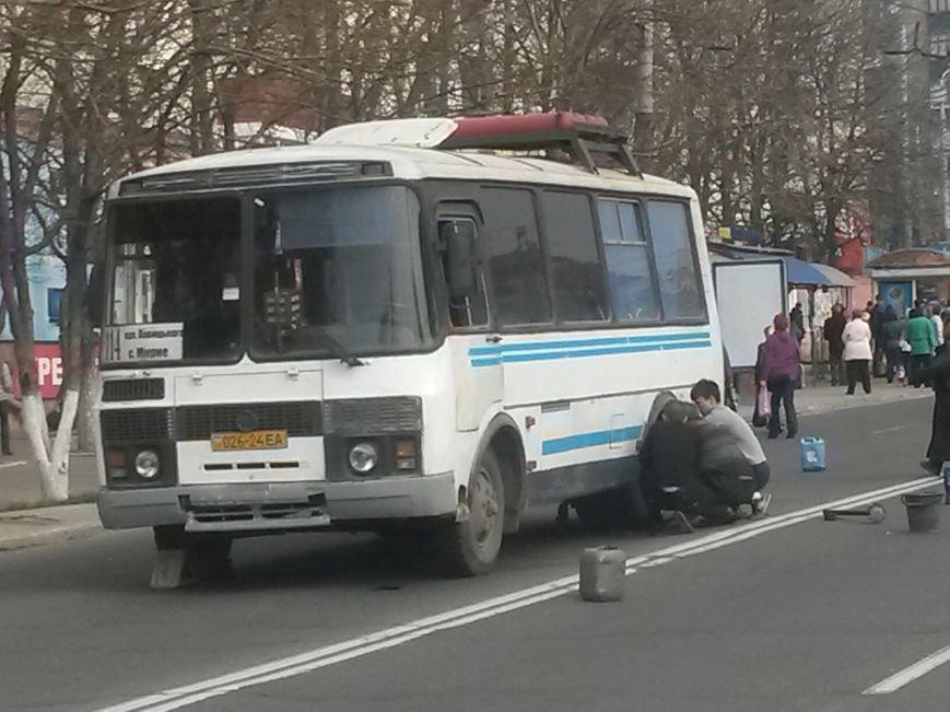 На центральном проспекте  Мариуполя ПАЗ парализовал движение транспорта (ФОТО), фото-1