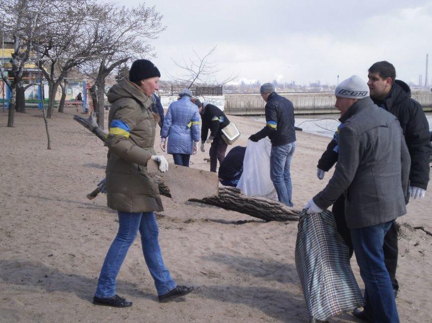 В Мариуполе патриоты Украины провели субботник на пляже (ФОТОРЕПОРТАЖ), фото-8