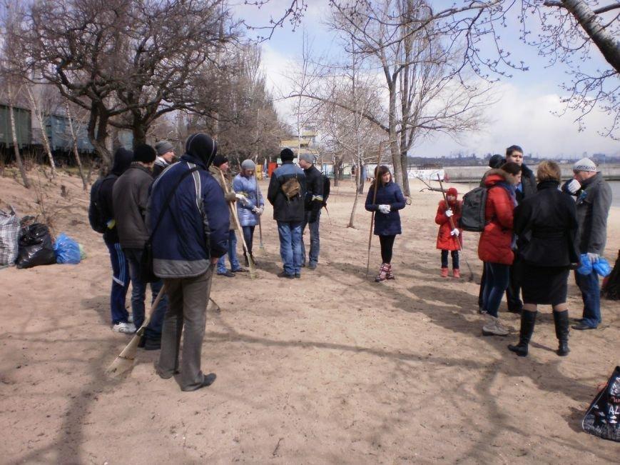 В Мариуполе патриоты Украины провели субботник на пляже (ФОТОРЕПОРТАЖ), фото-1