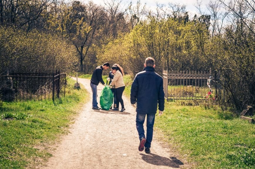 Симферополь в выходной день убирали студенты (ФОТО), фото-1