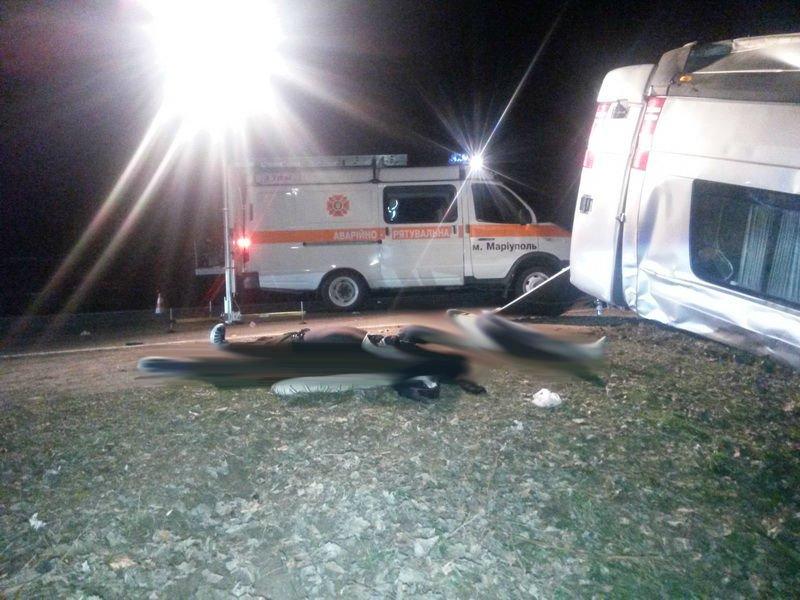 Шок! Под Мариуполем автобус врезался в дерево - 6 человек погибло, 12 - травмировано (ФОТО ВИДЕО), фото-3