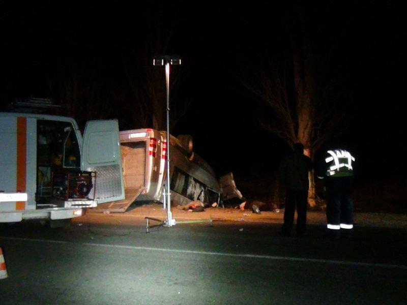 Страшное ДТП в Донецкой области - погибли 5 пассажиров микроавтобуса (ФОТО) (фото) - фото 1