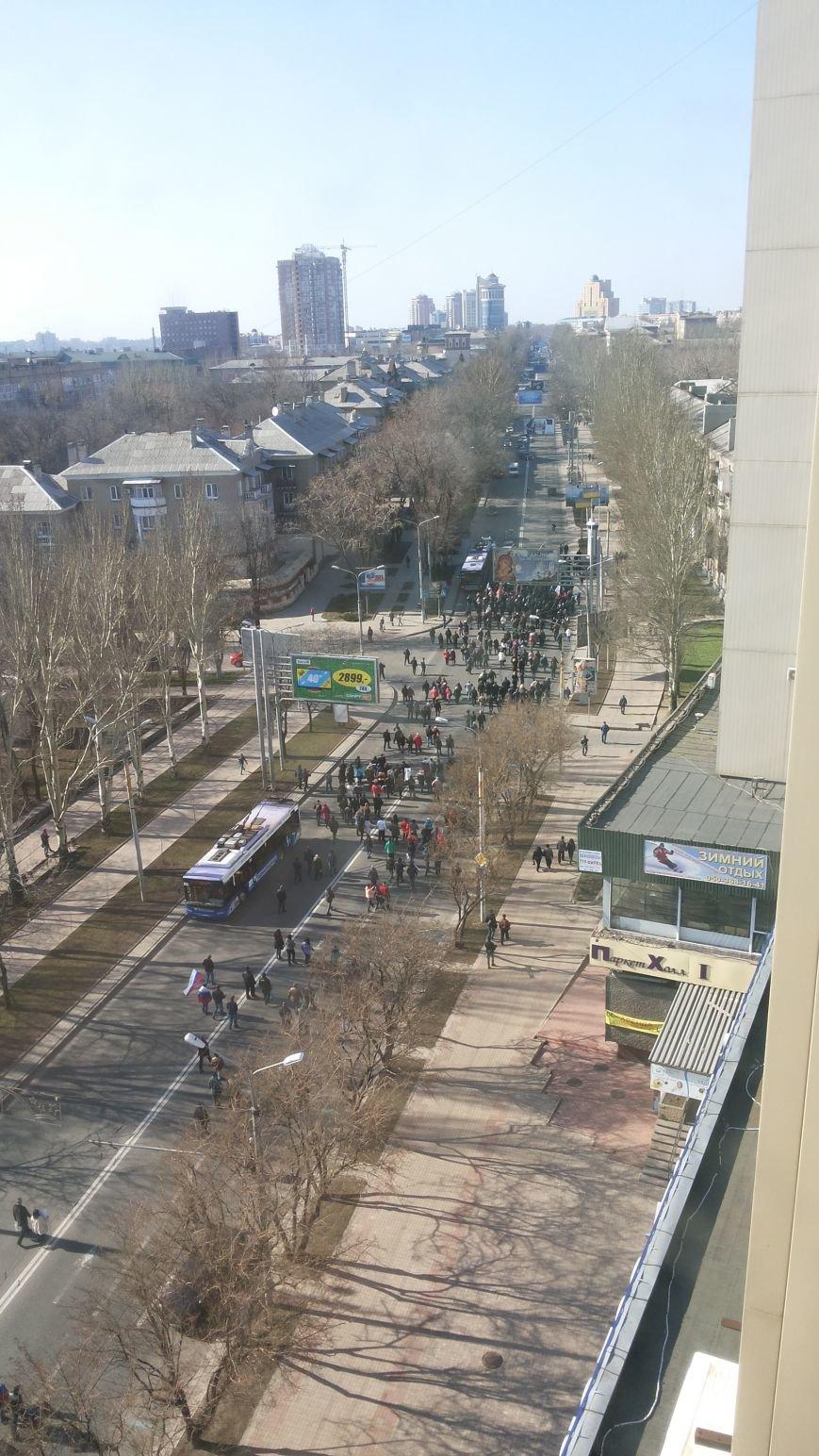 В центре Донецка участники пророссийского митинга парализовали движение общественного транспорта (ФОТО), фото-1