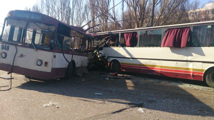 В Донецкой области троллейбус столкнулся с автобусом, в котором ехали дети —четыре человека погибли и 16 пострадали (ФОТО), фото-3