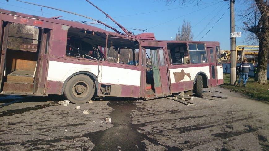 В Донецкой области троллейбус столкнулся с автобусом, в котором ехали дети —четыре человека погибли и 16 пострадали (ФОТО), фото-2