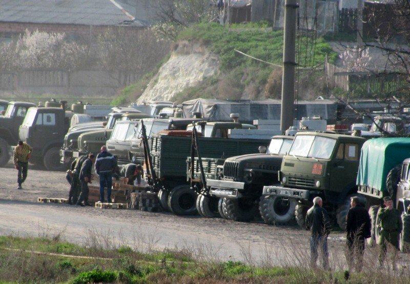 Из Крыма с семьями выезжают украинские военные. Один офицер остается в плену, - Минобороны (ФОТО), фото-5