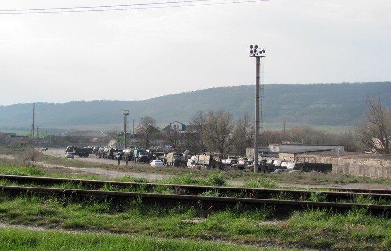Из Крыма с семьями выезжают украинские военные. Один офицер остается в плену, - Минобороны (ФОТО), фото-1