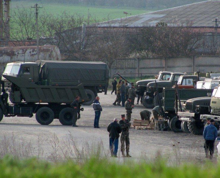 Из Крыма с семьями выезжают украинские военные. Один офицер остается в плену, - Минобороны (ФОТО), фото-4