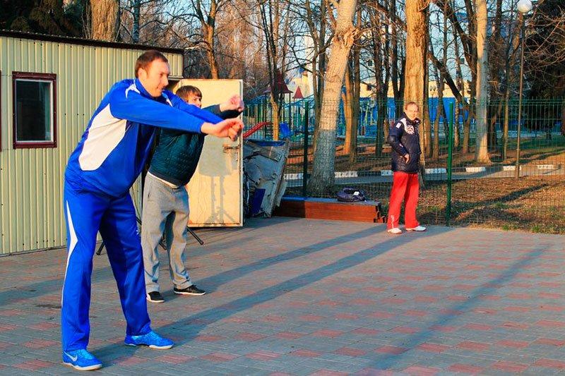 В Белгороде олимпийский чемпион Тарас Хтей провел первую в этом году общегородскую утреннюю зарядку, фото-1