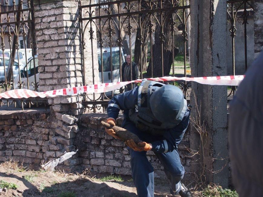 В Днепродзержинске возле Костела Святого Николая нашли мину, фото-1