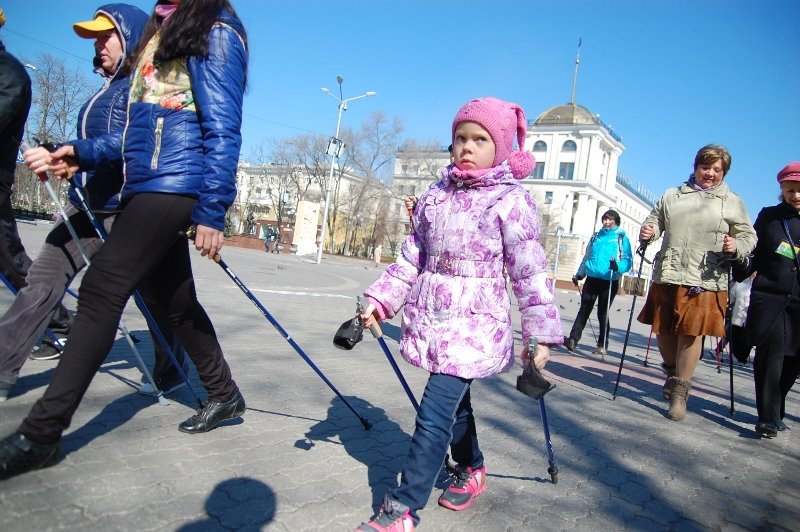 В Белгороде День здоровья отметили маршем с финскими палочками, фото-1