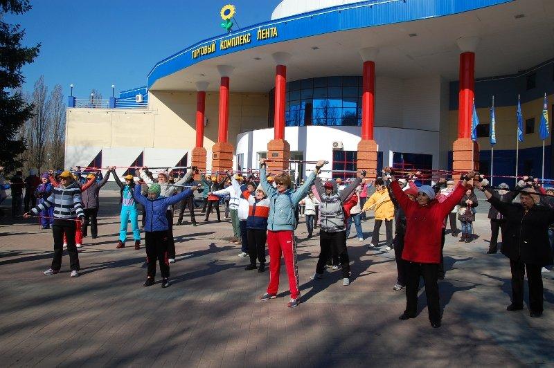 В Белгороде День здоровья отметили маршем с финскими палочками, фото-4