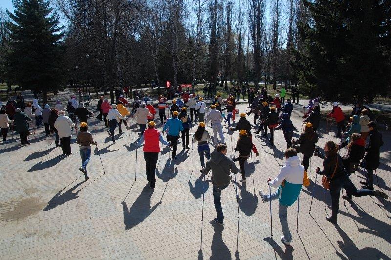 В Белгороде День здоровья отметили маршем с финскими палочками, фото-3