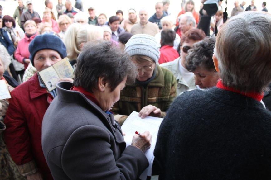 В Артемовске пророссийские активисты пришли горсовету, чтобы порадоваться за Донецкую республику (ВИДЕО), фото-2