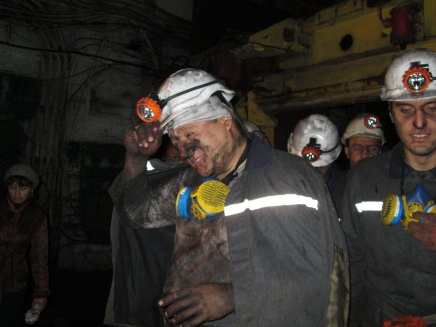 Михаил Добкин, Николай Левченко и мэр Горловки спустились в недра горловской шахты Ленина. Кандидат в Президенты везёт сыну кусочек угля, фото-1