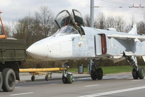 Самолёт Су-24МР установят на Кургане Славы в Гродно (фото), фото-2