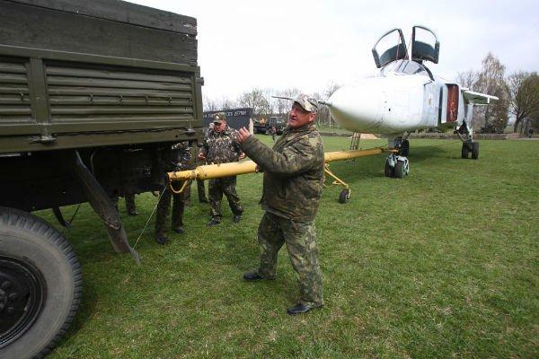 Самолёт Су-24МР установят на Кургане Славы в Гродно (фото), фото-7