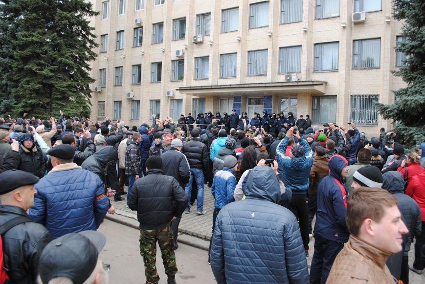 Флаг «Донецкой республики» над Исполкомом Краматорска (ФОТО, ВИДЕО), фото-5
