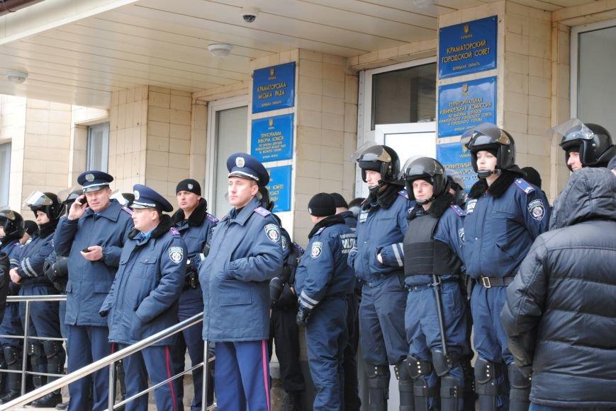 Флаг «Донецкой республики» над Исполкомом Краматорска (ФОТО, ВИДЕО), фото-10