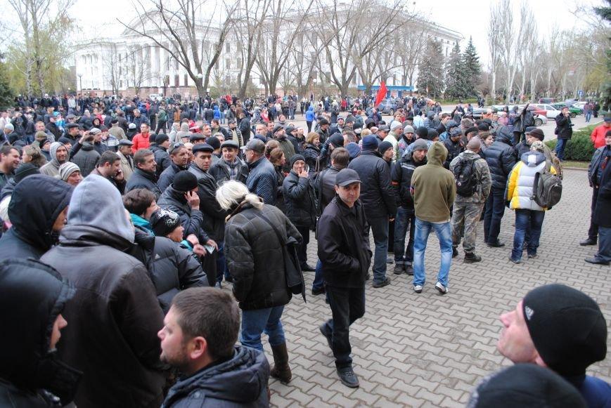 Флаг «Донецкой республики» над Исполкомом Краматорска (ФОТО, ВИДЕО), фото-9