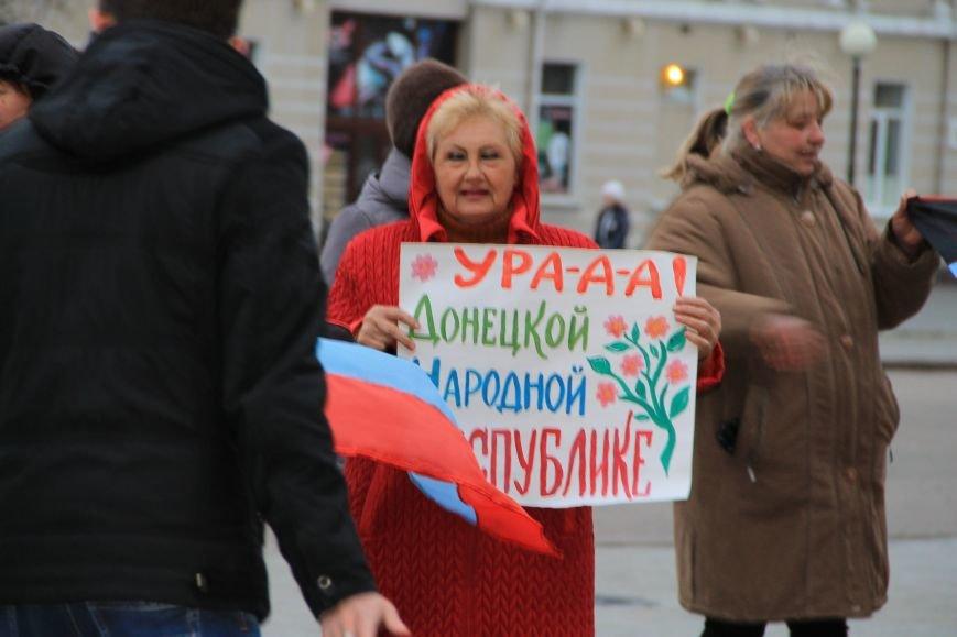 В Артемовске милиция не захвачена, но над горсоветом митингующие подняли флаг Донецкой народной республики (ФОТО), фото-3