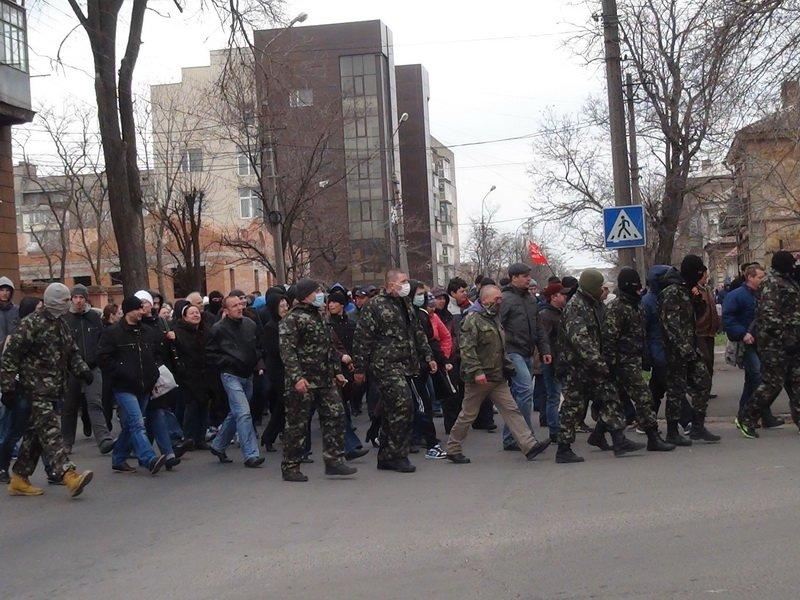 В Мариуполе за Донецкую Республику митинговали дети, инвалиды и молодожены (ФОТОРЕПОРТАЖ), фото-51