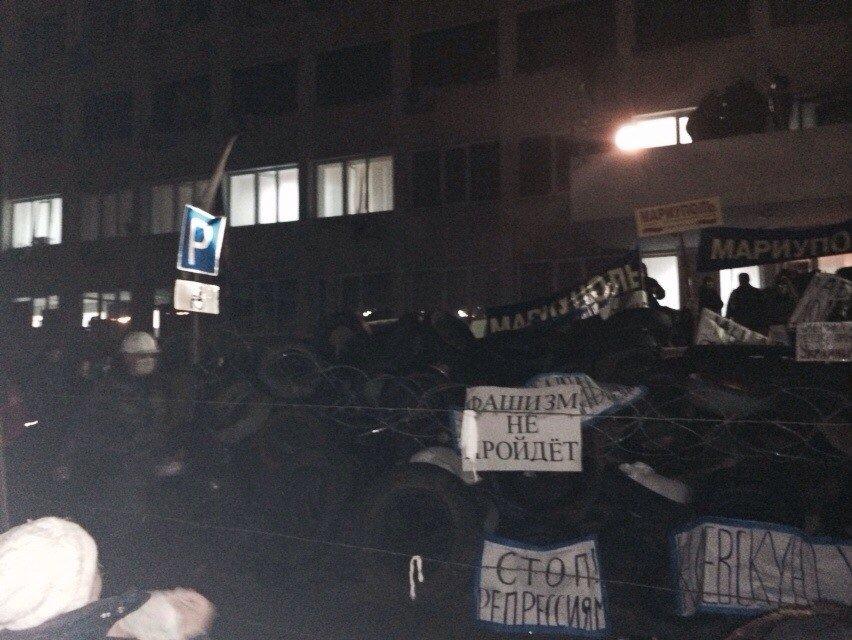 В Мариуполе захвачено здание городского совета (Обновляется+ФОТО) (фото) - фото 2