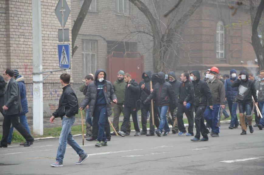 В Мариуполе под стенами ГУ милиции избиты 9 митингующих за единство Украины (ФОТО+ Видео), фото-9