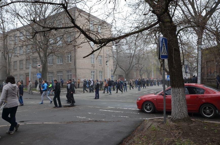 В Мариуполе под стенами ГУ милиции избиты 9 митингующих за единство Украины (ФОТО+ Видео), фото-7