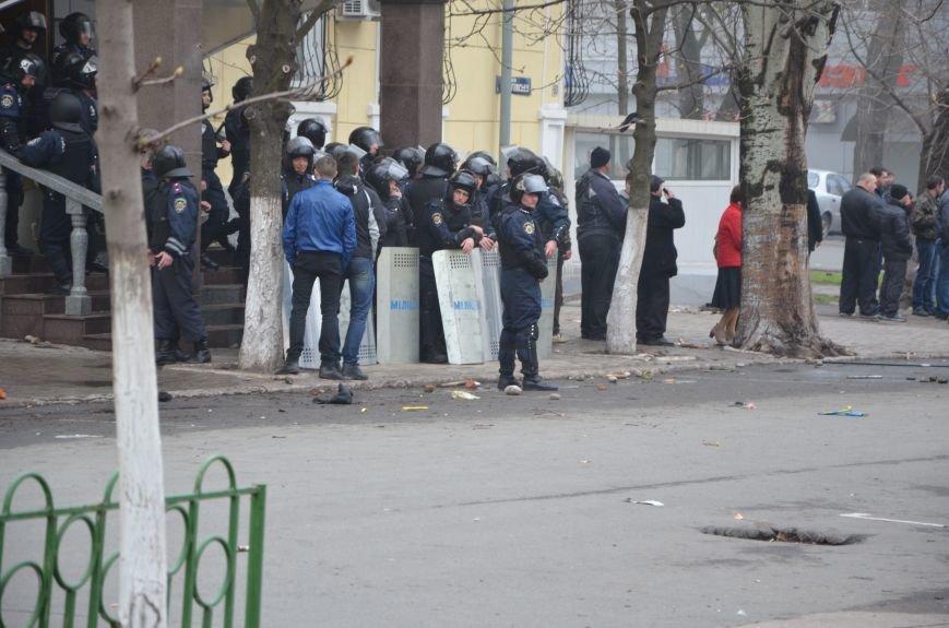 В Мариуполе под стенами ГУ милиции избиты 9 митингующих за единство Украины (ФОТО+ Видео), фото-16
