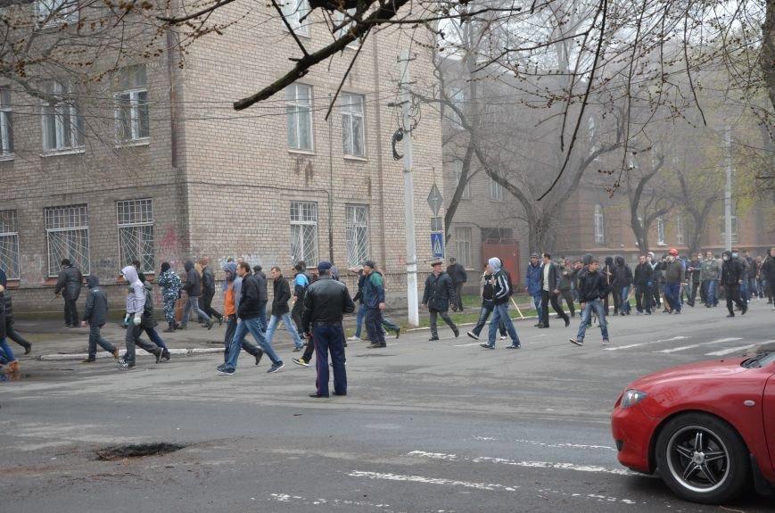 В Мариуполе под стенами ГУ милиции избиты 9 митингующих за единство Украины (ФОТО+ Видео), фото-8
