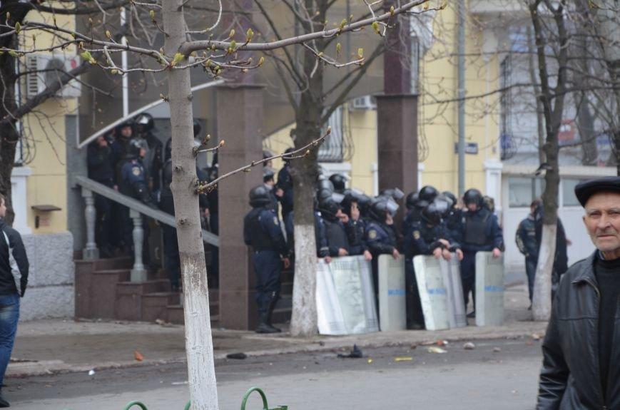 В Мариуполе под стенами ГУ милиции избиты 9 митингующих за единство Украины (ФОТО+ Видео), фото-12