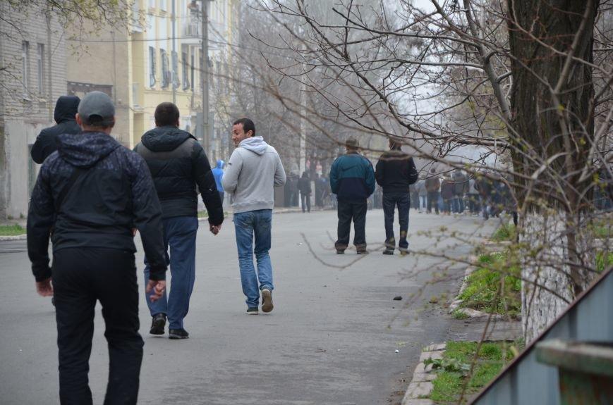 В Мариуполе под стенами ГУ милиции избиты 9 митингующих за единство Украины (ФОТО+ Видео), фото-5