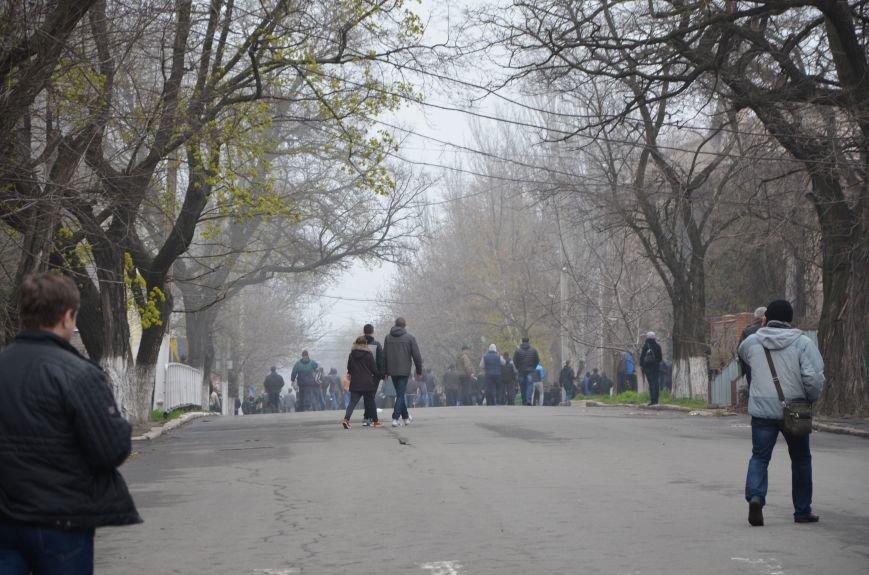 В Мариуполе под стенами ГУ милиции избиты 9 митингующих за единство Украины (ФОТО+ Видео), фото-1