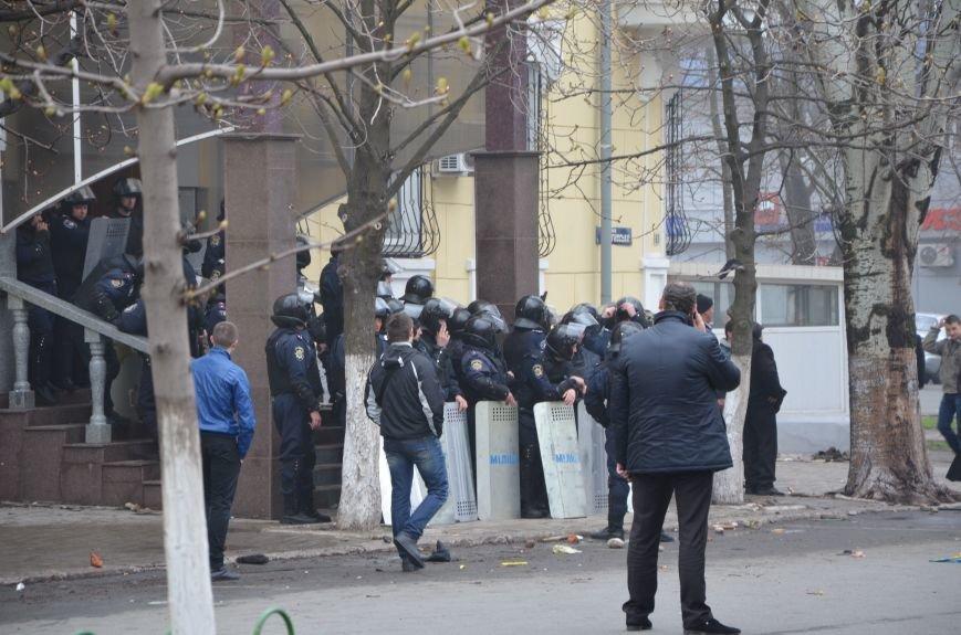 В Мариуполе под стенами ГУ милиции избиты 9 митингующих за единство Украины (ФОТО+ Видео), фото-14