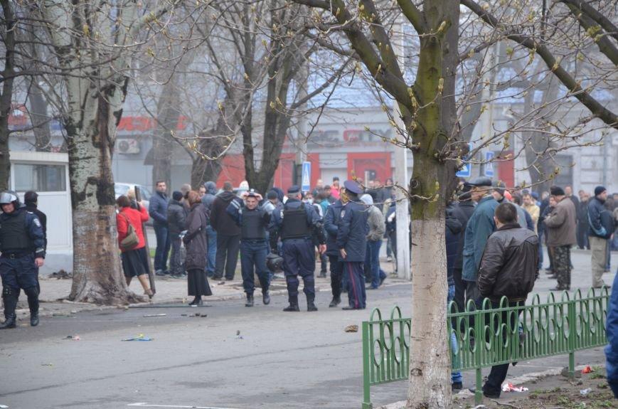 В Мариуполе под стенами ГУ милиции избиты 9 митингующих за единство Украины (ФОТО+ Видео), фото-13