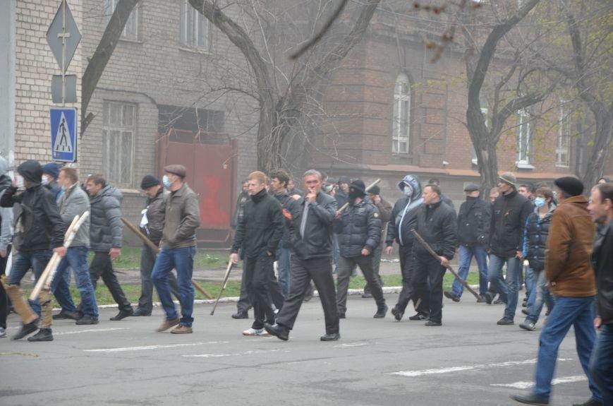 В Мариуполе под стенами ГУ милиции избиты 9 митингующих за единство Украины (ФОТО+ Видео), фото-11