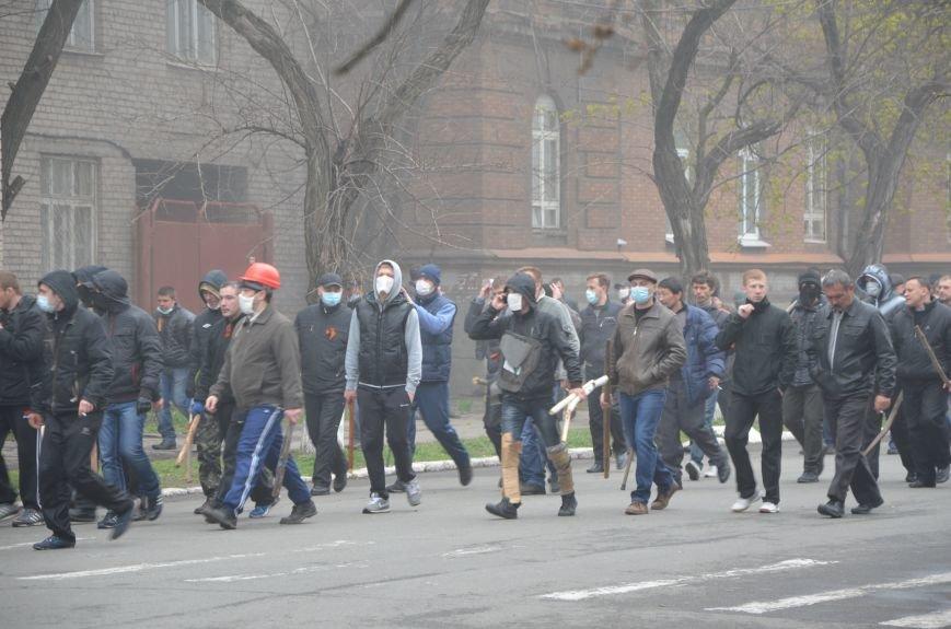 В Мариуполе под стенами ГУ милиции избиты 9 митингующих за единство Украины (ФОТО+ Видео), фото-10